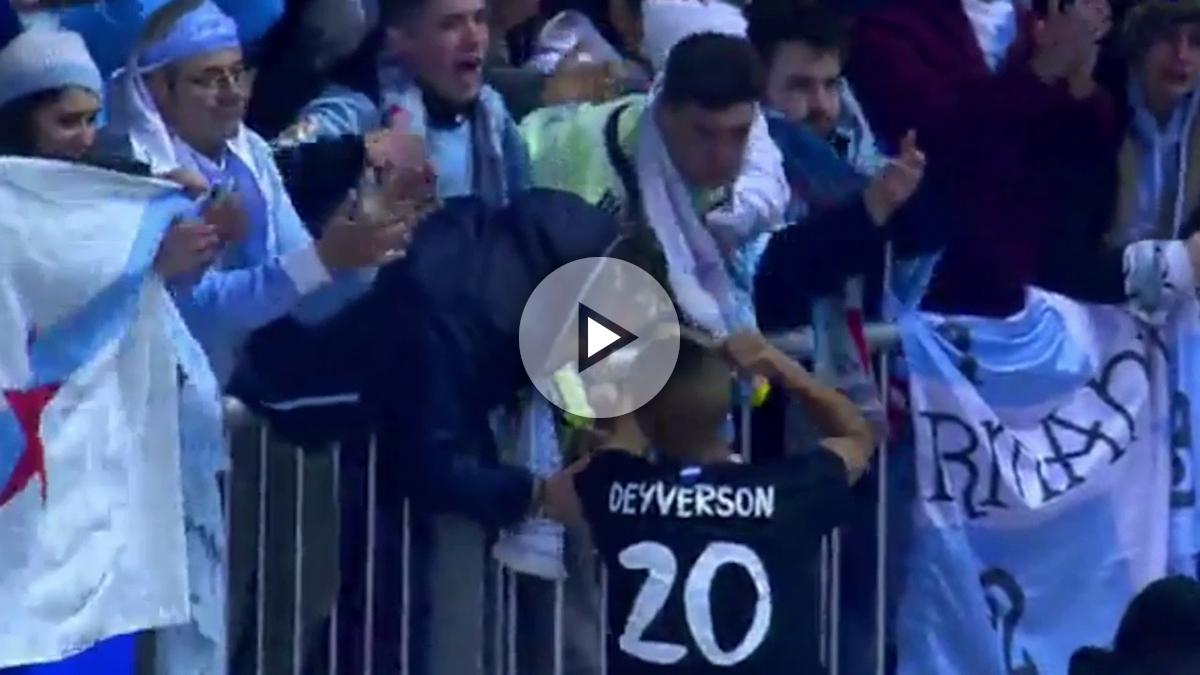 Deyverson saluda a la afición del Celta.
