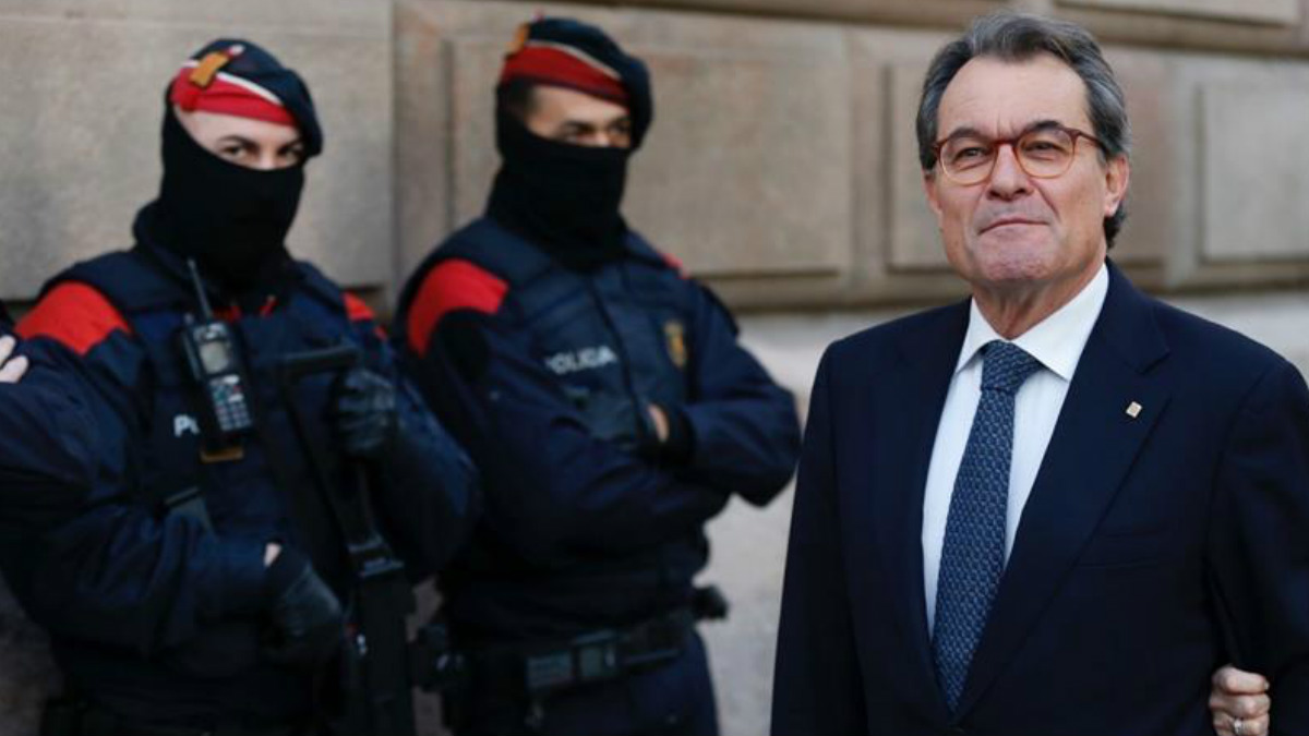 El ex presidente de la Generalitat Artur Mas a su llegada al TSCJ en la última jornada del juicio del 9N. Foto: EFE