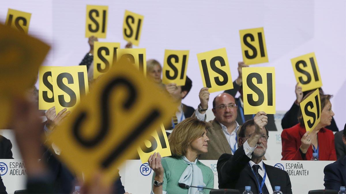 Momento de una de las votaciones en el Congreso del PP. (Foto: EFE)