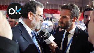 Álvaro Ojeda bromea con Mariano Rajoy en el XVIII Congreso Nacional del PP.