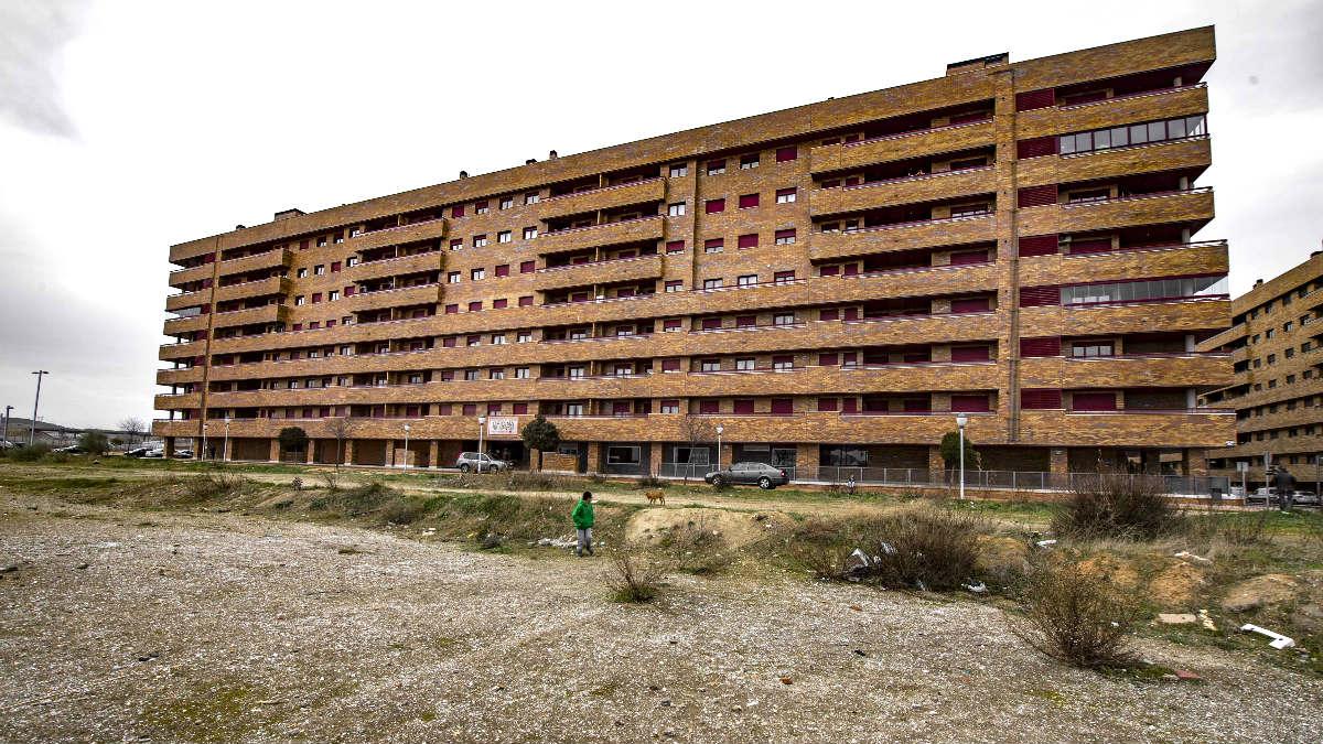 Bloque de viviendas en el que aparecieron los cadáveres (Foto: Efe).