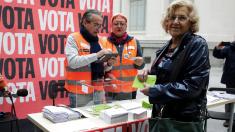 La alcaldesa Carmena esta semana votando en la consulta ciudadana. (Foto: Madrid)