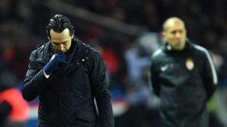 Emery, cabizbajo durante el partido entre el PSG y el Mónaco.