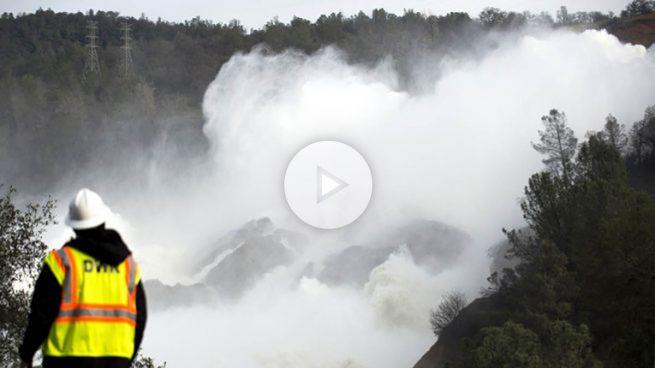 Los técnicos trabajan contrarreloj para evitar el desborde de la presa de California