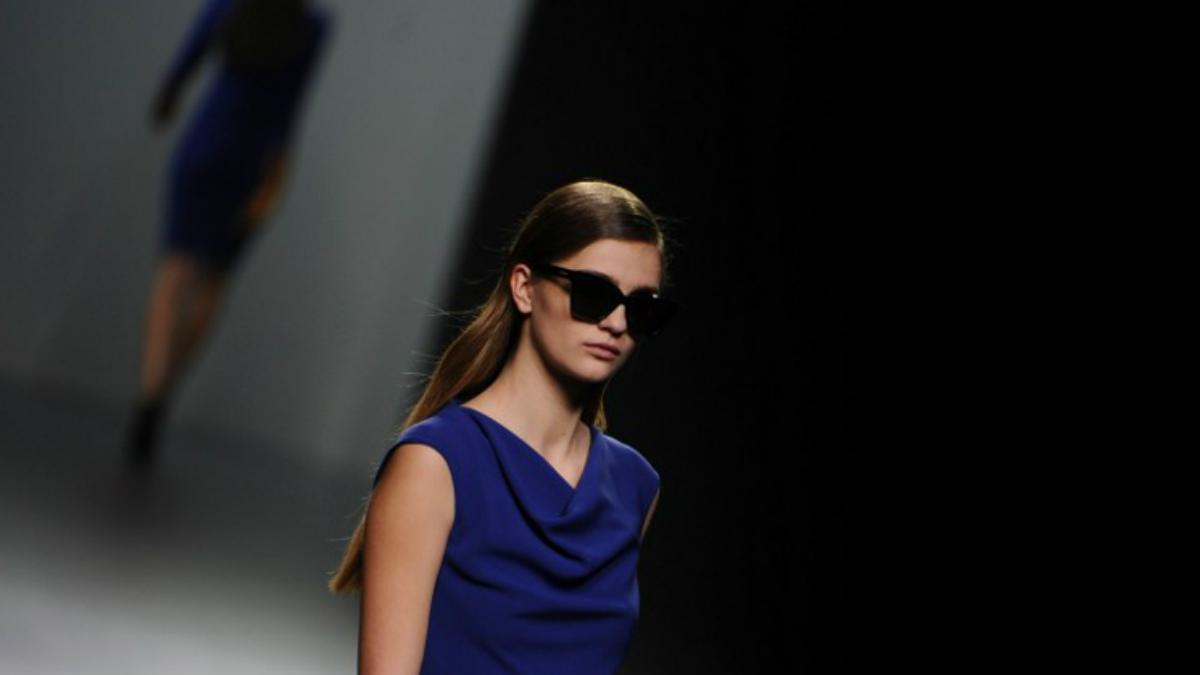 Un diseño de Roberto Torretta durante la pasada edición de la Mercedes-Benz Fashion Week Madrid. Foto: AFP