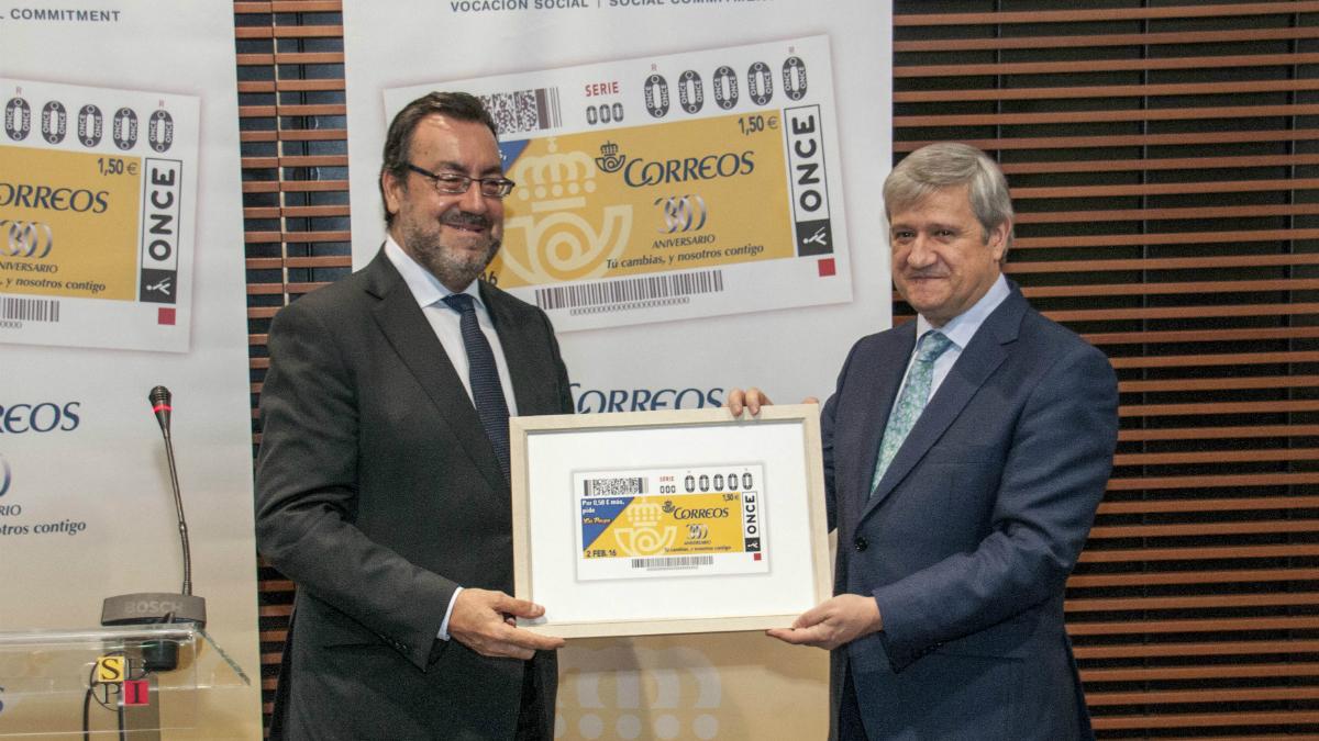Presidente de la ONCE, Miguel Carballedo Piñeiro y el Presidente de CORREOS, Javier Cuesta Nuin