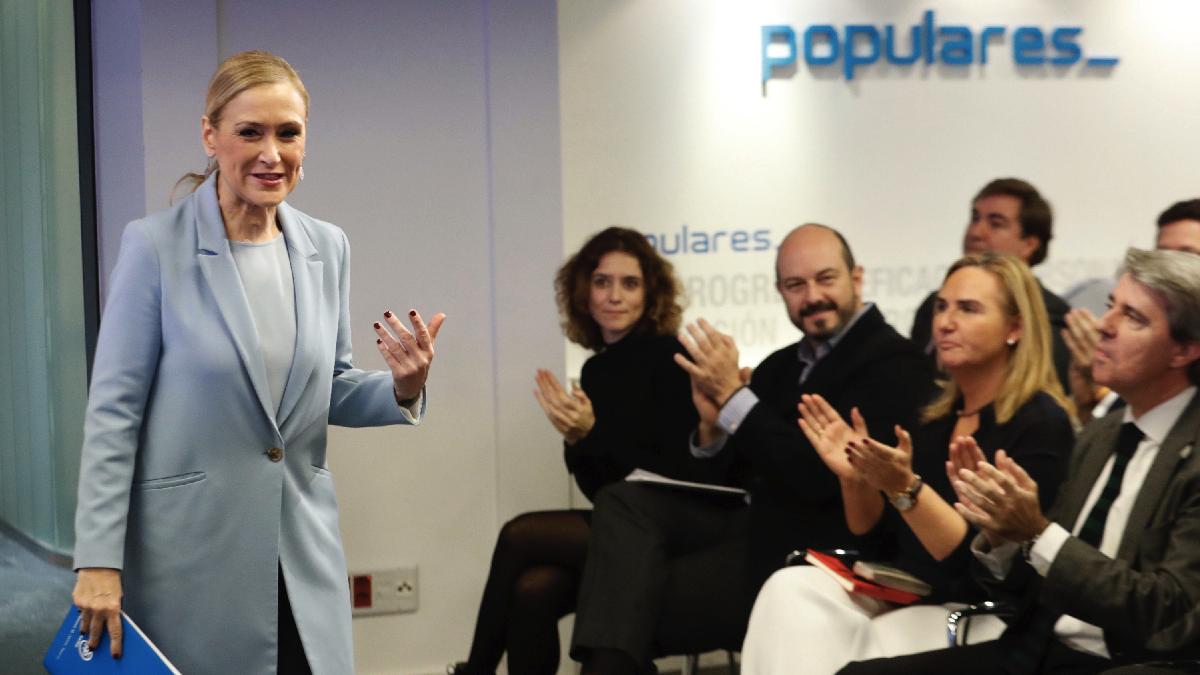 Cristina Cifuentes este martes dejando la Gestora del PP. (Foto: EFE)