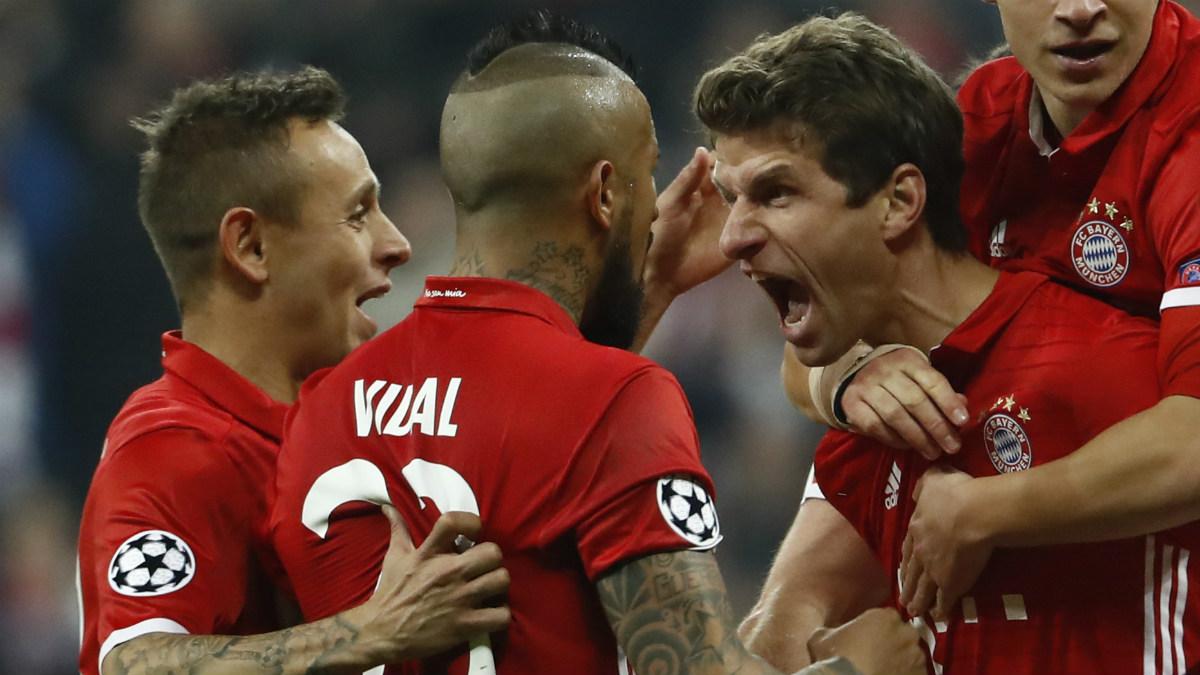 Müller celebra el quinto y definitivo gol del Bayern. (AFP)