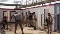 Militares españoles durante el adiestramiento de los nuevos policías iraquíes. (Foto: Defensa)