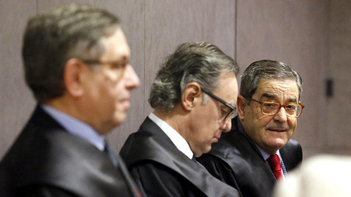 El exdelegado del Gobierno en el País Vasco Mikel Cabieces; el expresidente de Kutxabank Mario Fernández, y el abogado Rafael Alcorta (Foto: EFE)