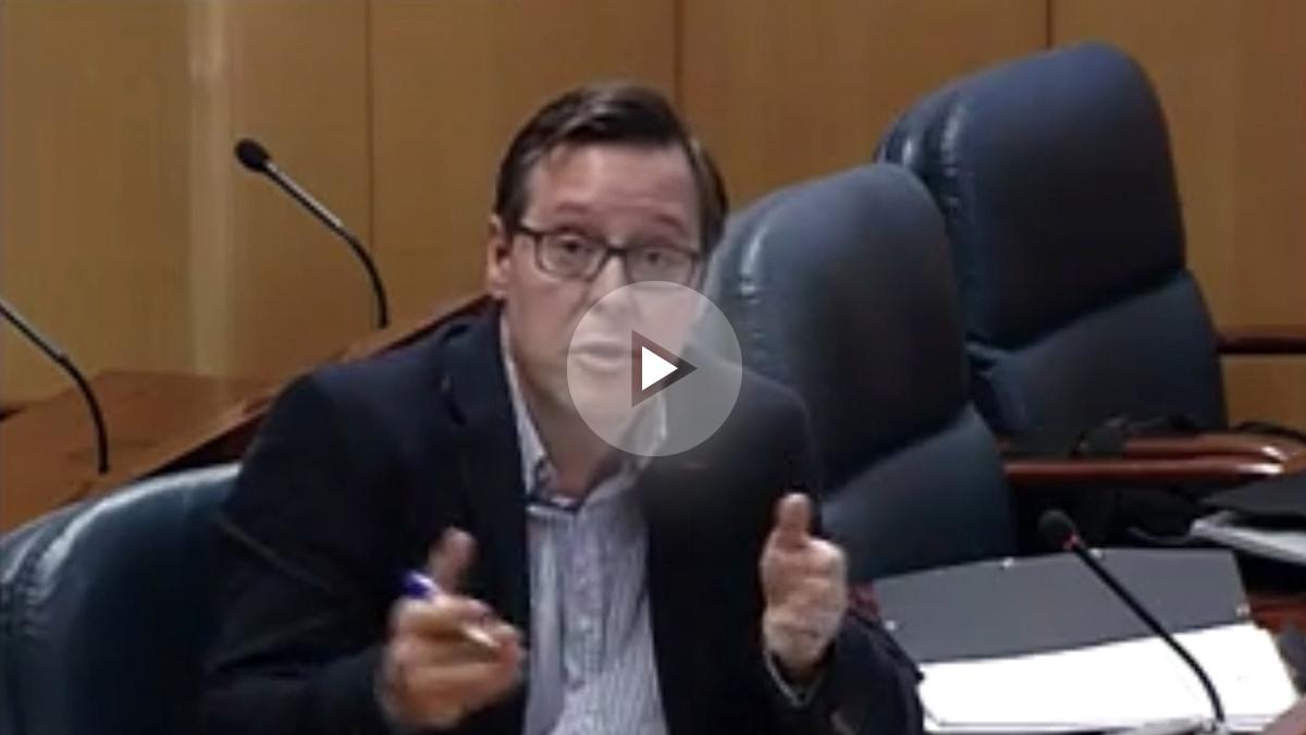 Alfonso Serrano durante la comisión de Investigación. (Asamblea de Madrid).