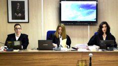 La juezas Rocío Martín, Samantha Romero y Eleonor Moyà (Foto: Efe).
