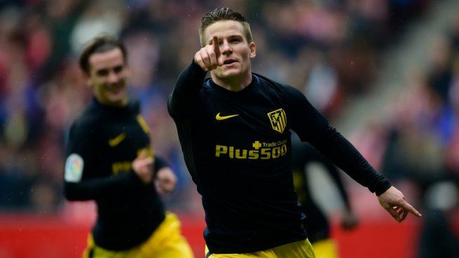Gameiro se reivindica con un hat-trick 'express' y rescata al Atlético en Gijón (1-4)