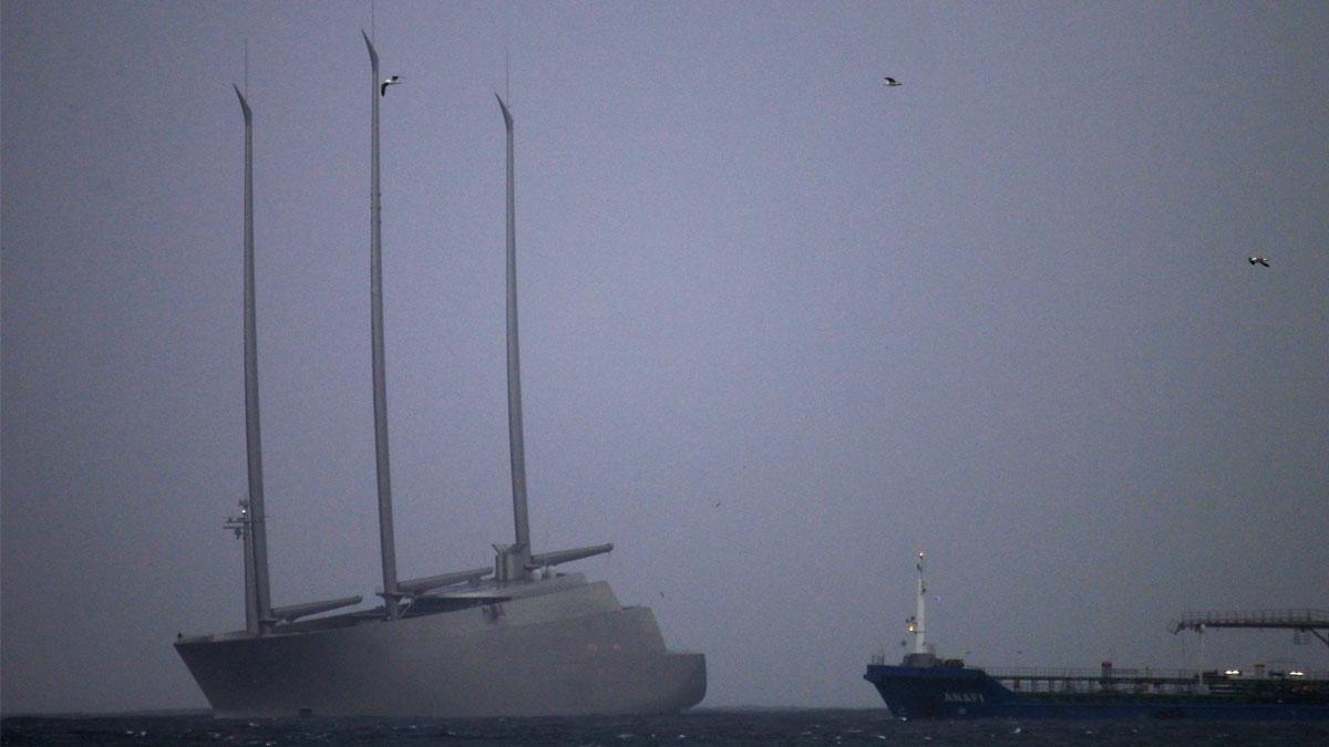 El Sailing Yatch A, el mayor velero del mundo retenido en Gibraltar (Foto: EFE)