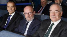 Emilio Saracho (en el centro) ex presidente del Banco Popular. (Foto: EFE
