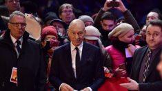 Sir Patrick Stewart durante la presentación de Logan en la Berlinale. Foto: AFP