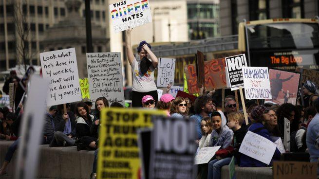 Miles de ciudadanos se manifiestan en las calles de EEUU contra Trump en el Día de los Presidentes