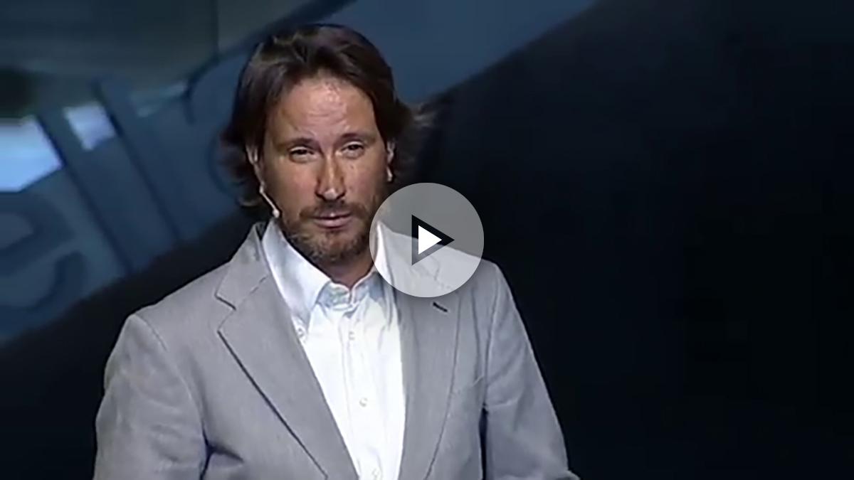 Víctor Küppers, durante una de sus conferencias sobre 'actitud'. (küppers.com)
