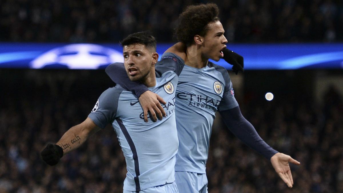 Agüero y Sané celebran el quinto gol del Manchester City. (AFP)