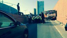 Agentes detienen al conductor del camión de butano robado, parece ser que bajo los efectos de estupefacientes. Foto: @sergiogarciacrz