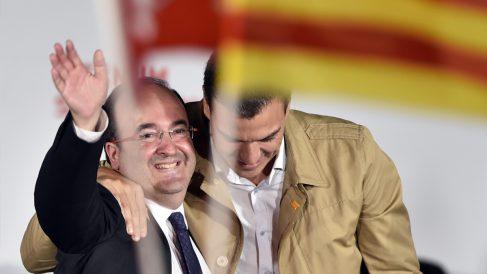 Miquel Iceta y Pedro Sánchez en un acto electoral. (Foto: EFE)