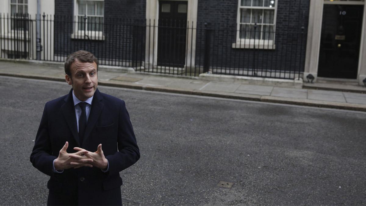 Emmanuel Macron visitó a Theresa May en el 10 de Downing Street (Foto: AFP)