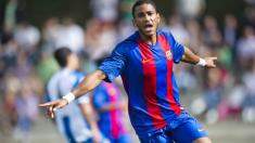 Mboula marca un gol con el Barcelona.