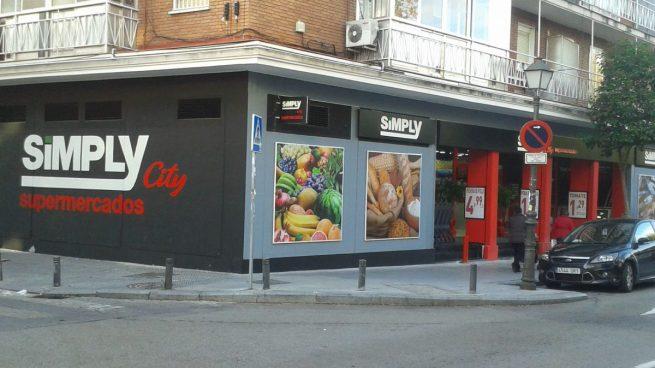 Supermercados Simply, filial de Auchan, prepara cierres de tiendas y despidos en España