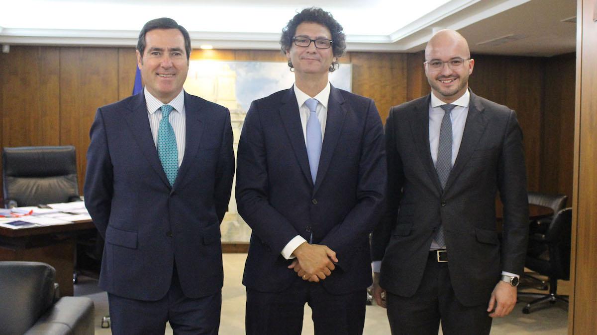 El vicepresidente de CEOE, Antonio Garamendi, el secretario de Estado de Pyme argentino, Mariano Mayer y el presidente de Ceaje, Fermín Albaladejo.