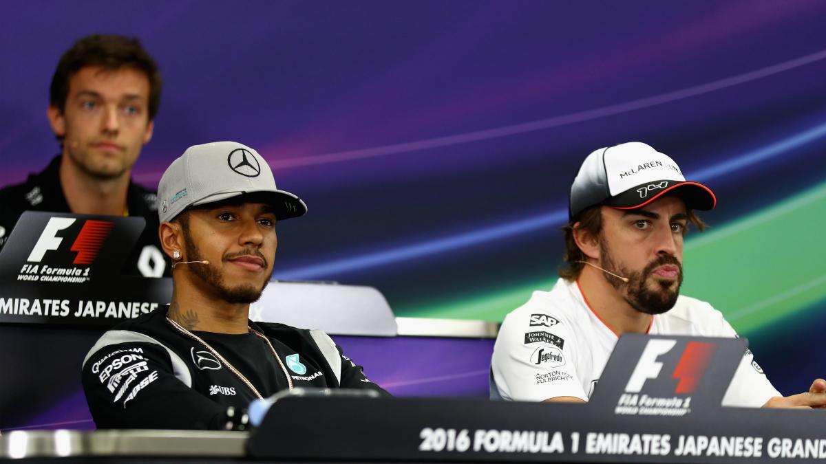 Fernando Alonso y Lewis Hamilton en una rueda de prensa. (Getty)