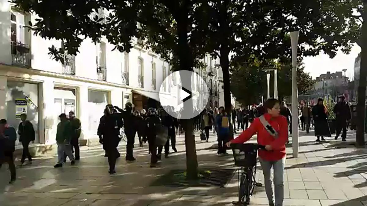 Incidentes entre policías y manifestantes anti Le Pen en Nantes.
