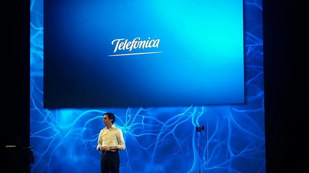 El presidente de Telefónica José María Álvarez-Pallete durante la presentación de AURA en el MWC.