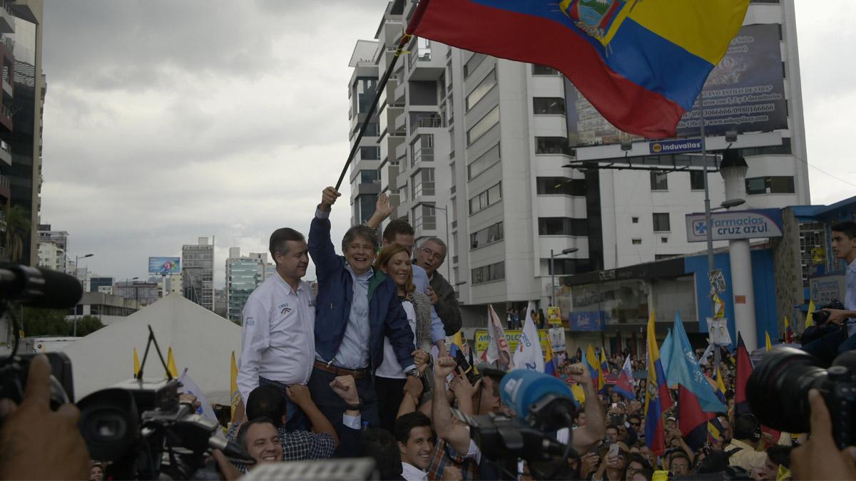 El candidato conservador Guillermo Lasso toma la delantera en los sondeos en Ecuador (Foto: AFP)