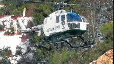 Un helicóptero de la Guardia Civil en labores de salvamento.