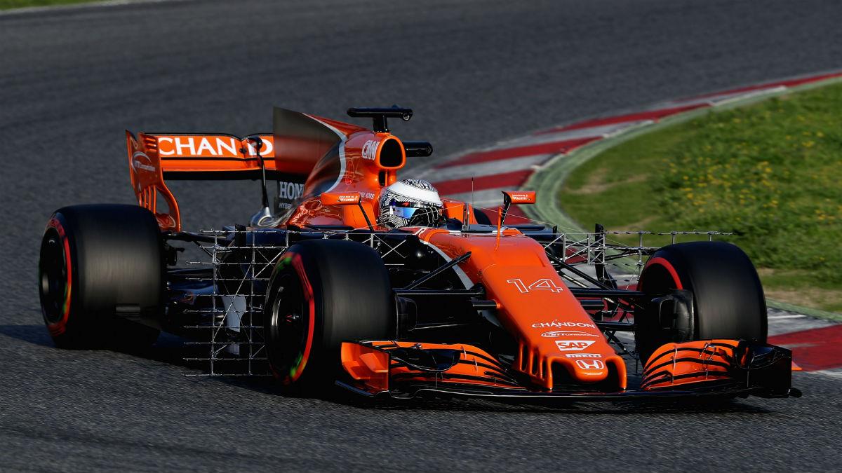 El nuevo McLaren Honda de Fernando Alonso contará de nuevo con un importante déficit de potencia respecto a la referencia, Mercedes. (Getty)