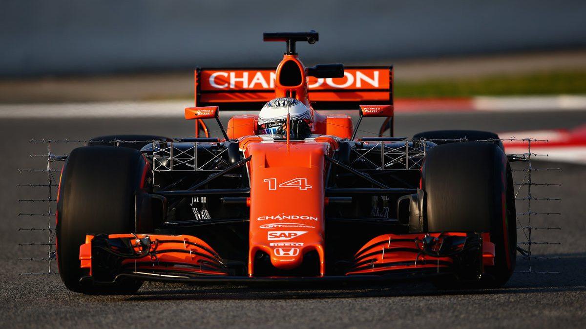 Fernando Alonso a los mandos del MCL32 en el primer día de test (Getty)