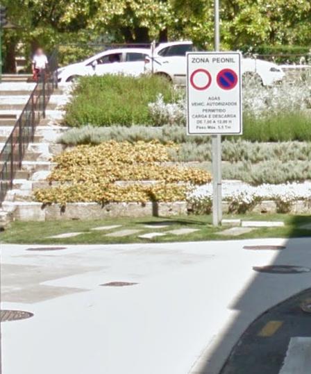 Señal de prohibido estacionar.