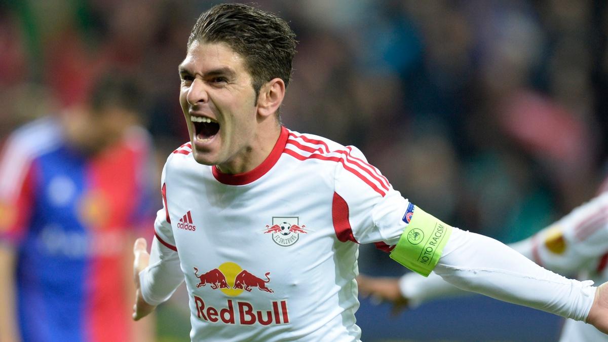 Jonathan Soriano celebra un tanto con el Red Bull Salzburg