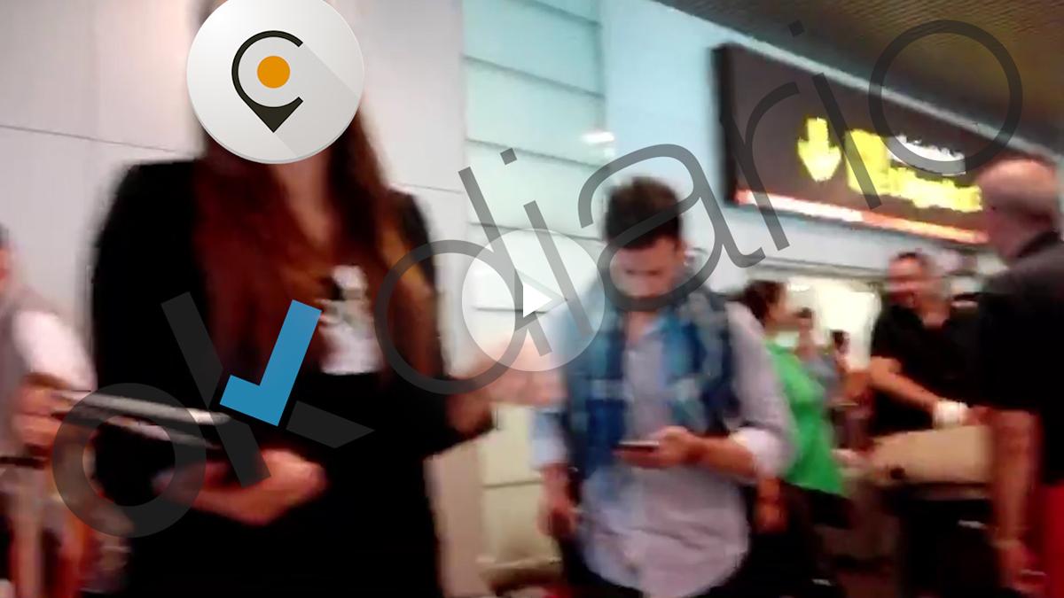 Empleado de Cabify captando clientes en el aeropuerto