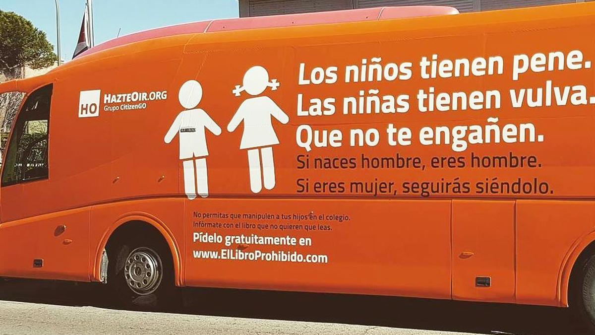Autobús de Hazte Oír contra la transexualidad (Foto: Twitter).