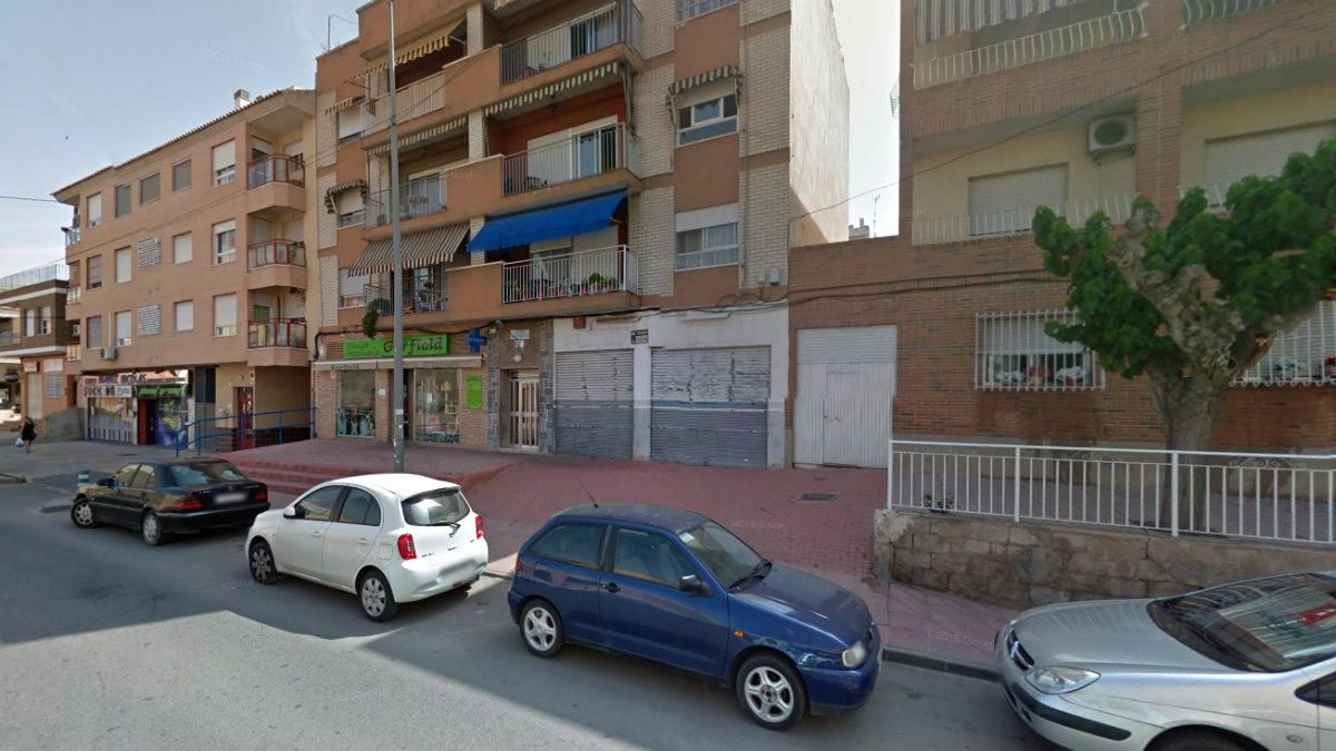 Avenida Fabián escribano, vía principal de la pedanía de Beniaján (Murcia), donde fue detenido el falsificador.
