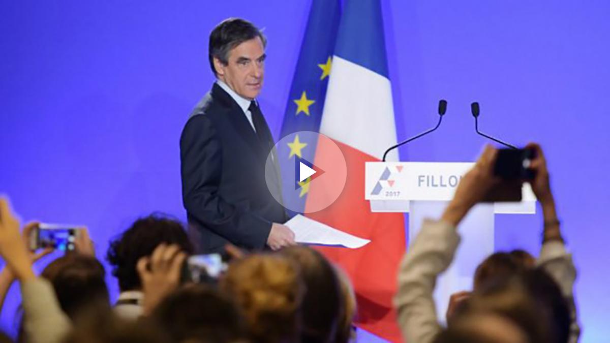 El candidato presidencial francés, François Fillon, comparece en rueda de prensa ante la prensa para aclarar lo ocurrido este miércoles en relación al caso del empleo ficticio de su mujer Penelope. Foto: AFP