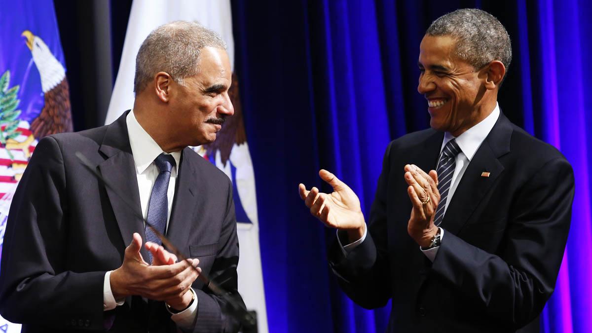 El ex fiscal general Eric Holder y Barack Obama (Foto: AFP)