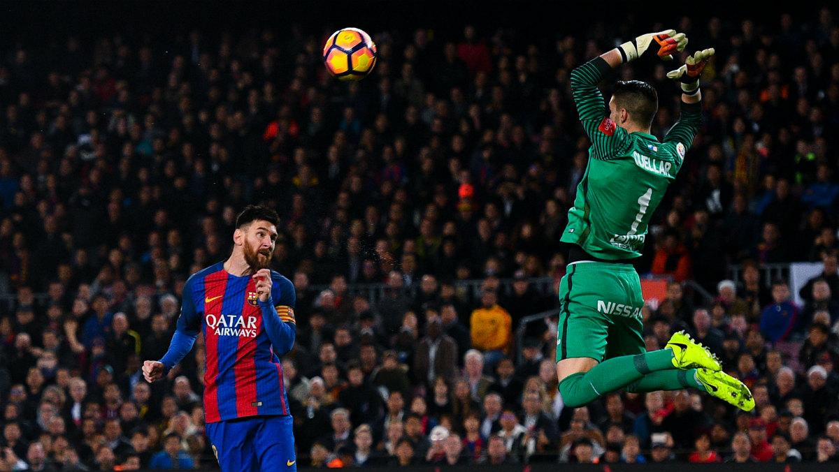 Messi abrió la goleada ante el Sporting con este cabezazo. (Getty)