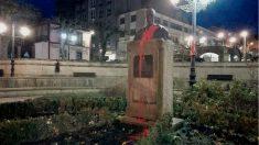 El busto de Manuel Fraga atacado en Vilalba (Lugo).