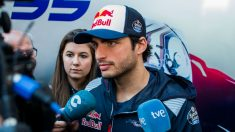 Carlos Sainz se ha mostrado muy molesto por la sanción que le ha puesto la FIA por su colisión con Lance Stroll, a quien considera culpable de la misma. (Getty)