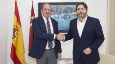 Pedro Antonio Sánchez con el líder de Ciudadanos en Murcia, Miguel Sánchez. (Foto: EFE)