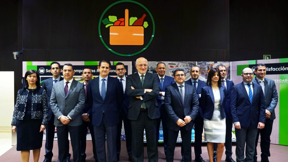 Juan Roig y miembros del Comité de Dirección de Mercadona durante la Rueda de Prensa de Mercadona 2016.
