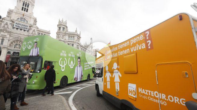Hazte Oír saca a la calle una caravana con el polémico lema entre interrogaciones para obedecer al juzgado