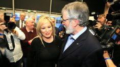 Michelle O'Neill y Gerry Adams (Foto: AFP).